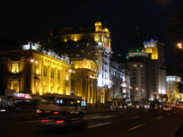 The Bund at night - www.countrybagging.com