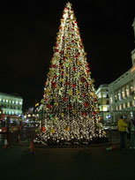 Christmas Tree in Puerta del Sol - www.countrybagging.com