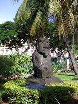 Statue in Papeete - www.countrybagging.com