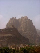 Cliffs above Wadi Dhahr - www.countrybagging.com